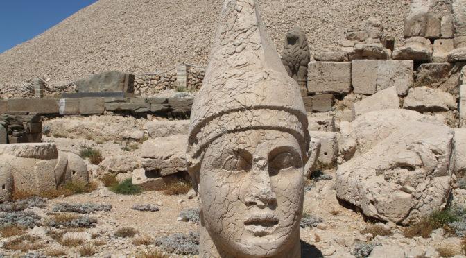 König Antiochos I Teos und der Nemrut – Der Gottkönig im Berg –